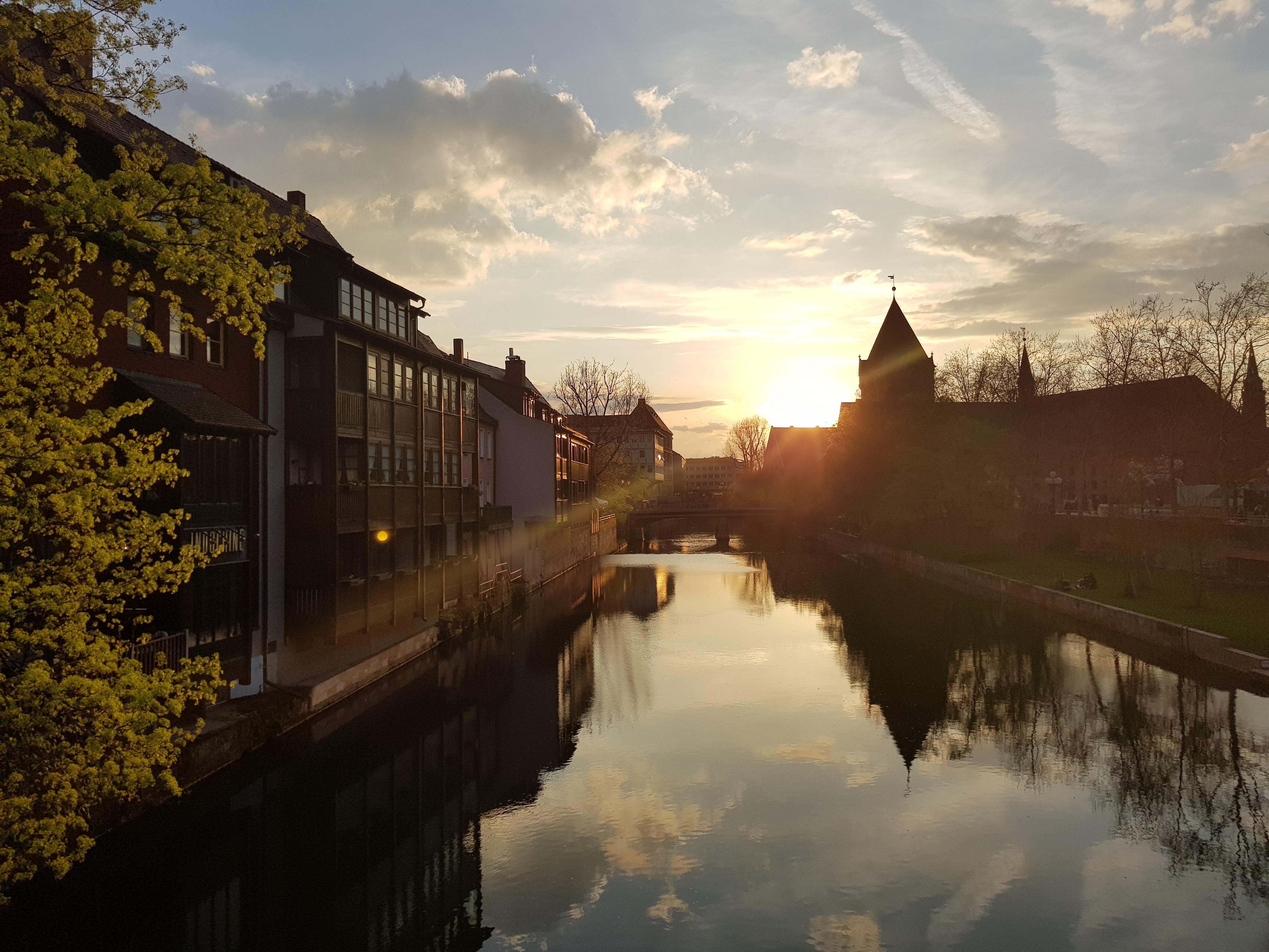 LEBENSQUALITÄT wird hier in Nürnberg groß geschrieben und gelebt: Neu gestalteter Pegnitzgrund zum Entspannen mitten in der Stadt, Insel Schütt
